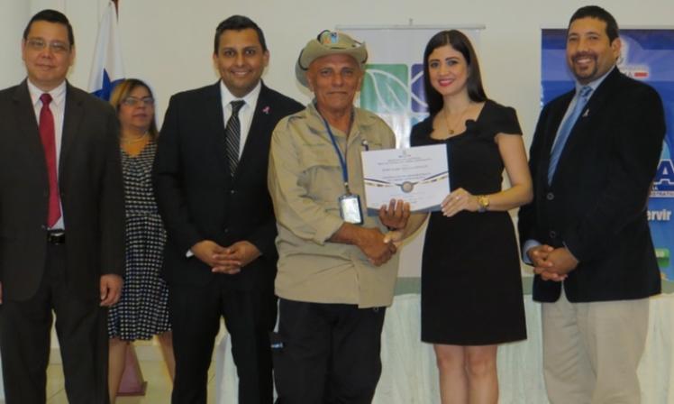 218 servidores públicos del Ministerio de Ambiente reciben certificado de acreditación a Carrera Administrativa