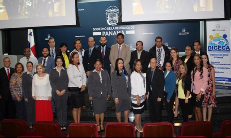 Servidores públicos del Ministerio de la Presidencia participan de conversatorio sobre la nueva Ley 23